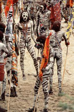Homens do Masai pintados para uma cerimônia Eunoto