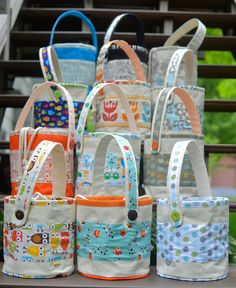 LOVE these lunch pails.  PDF pattern available on the web site now and Etsy shop next week :)