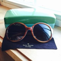Kate spade sunglasses Super cute Kate spade sunglasses ! Comes with case and cleaning cloth ! kate spade Accessories Sunglasses