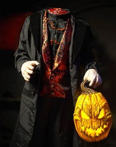 Headless Horseman – Distortions Unlimited Halloween News, Halloween Masks, Scary Halloween, Halloween Crafts, Halloween Decorations, Headless Horseman Halloween, Scary Haunted House, Flickering Lights, Scary Mask