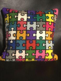 This pattern will make a super X-stitch square Crochet Cushion Cover, Crochet Cushions, Crochet Pillow, Tapestry Crochet, Cushion Pillow, Cross Stitch Geometric, Modern Cross Stitch, Cross Stitch Designs, Cross Stitch Patterns