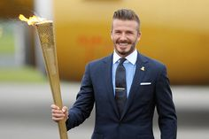 25 Photos of Celebrities Carrying the Olympic Torch | EgoTV