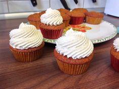 VÍKENDOVÉ PEČENÍ: Dýňové cupcakes Mini Cupcakes, Cheesecake, Mango, Food And Drink, Frostings, Gardening, Manga, Mulches, Cheesecakes