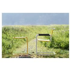 Odkládací stolek Thonet s materiály vhodnými na venkovní použití