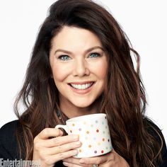 "Gilmore Girls ""A Year In The Life"" Revival Lauren Graham as ""Lorelai Gilmore"" Gilmore Girls Cast, Gilmore Girls Fashion, Lorelai Gilmore, Lauren Graham, Stars Hollow, Alexis Bledel, Entertainment Weekly, Matt Czuchry, Glimore Girls"