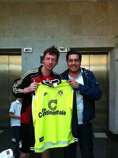 Con Steffen Freund, quien me firmo el Jersey de Borussia de 1996.