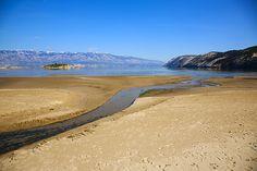 Rajska plaža a ostrůvek Lukovac, Lopar, ostrov Rab, Chorvatsko