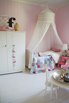 Love the look of this girls room. Especially like the quilt.