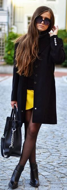 Love the pop of yellow with black.