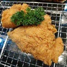 20 Resep masakan ayam paling enak instagram Indonesian Desserts, Indonesian Food, Yummy Chicken Recipes, Yummy Food, Food N, Food And Drink, Malay Food, Bengali Food, Breakfast For Dinner