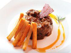 Restaurante El Real:  Guiso de Ciervo al asadillo de pimientos con boniato y patata amarilla