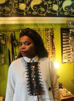 """Cosmopolitan Art Design Nella attesa del nostro nuovo evento vi invitiamo a visitare le pagine e sito web dei nostri collaboratori #Stylist  Concept by Paola Bellinzoni  Da sempre appassionata di bijoux, specializzata nel Gioiello Decò e ha affinato una tecnica di cucito che è diventata il """"filo conduttore"""" dei suoi manufatti Vintage Costumized, creazioni originali e pezzi unici. Bodegacostaacosta.com  http://www.paolabellinzoni.it/chi-sono"""