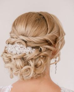 Vintage Hairstyles Updo Chignon Wedding Hairstyles Updos Long Hair - Chignon Wedding Hairstyles - is a bun created from hair curved into loops and pinned at the back of the head. Look these cool 20 Chignon Wedding Hairstyles. Wedding Hairstyles For Long Hair, Wedding Hair And Makeup, Bride Hairstyles, Hair Wedding, Short Hair, Hairstyle Ideas, Hairstyle Wedding, Elegant Hairstyles, Bridal Hairstyles Half Up Half Down Medium