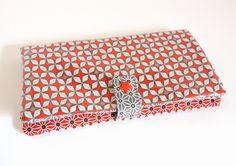 Portefeuille porte cartes en coton enduit Petit pan à motifs rouge, gris et blanc, cotons gris et rouge à motifs japonais géométriques de la boutique Elooocreations sur Etsy