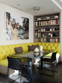 Breakfast room banquette in bright yellow (vinyl) makes a happy corner. I am concerned that the person in the middle on the long side of any banquette will feel trapped. Cozy Living Spaces, House Design, Modern Dining, Interiors Dream, Interior Design, Kitchen Booths, Home Decor, Eclectic Kitchen, Dining Room Bench Seating