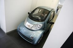 """Volpe, a mini-car from Italy, brings new meaning to the phrase """"driving to the office."""" It's small enough that you can actually drive it into the elevator, straight to your office door! Link - via We Interrupt. My Dream Car, Dream Cars, Vintage Moped, Mini Car, Good Looking Cars, Smart Car, Car Images, Amazing Cars, Awesome"""