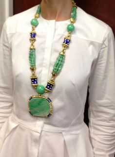 I loved ds super cool.David Webb vintage carved jade, enamel and diamond sautoir c. Jade Jewelry, I Love Jewelry, Statement Jewelry, Jewelry Art, Jewelry Gifts, Antique Jewelry, Vintage Jewelry, Jewelry Necklaces, Beaded Necklace
