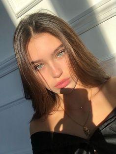 Pretty Brunette, Brunette Girl, Brunette With Blue Eyes, Brunette Tumblr, Pretty Blonde Girls, Girls Selfies, Girl Selfie Pic, Blonde Girl Selfie, Car Selfies