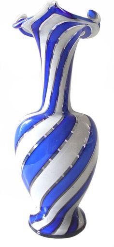 Vase mit blauen & weißen Bändern, Josephinenhütte, 1850