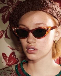 The sweatshirt, in Herbarium printed jersey with a glittering green-red-green Web stripe rib trim. Cat-eye sunglasses and fine gold earrings featuring a bee and a heart, from the Gucci Cruise 2016 collection by Alessandro Michele. Luxury Sunglasses, Sunglasses Women, Gucci Cat Eye Sunglasses, Sunglasses Sale, Urban Outfitters, Gucci Eyewear, Grunge, Gucci Handbags, Designer Handbags
