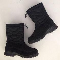 Kamik beacon hill boots in EUC These are the best boots. If you don't know, now ya know. waterproof. Lightweight. SO WARM. I spotted these out shopping and I wish they were my size!! Get em now for winter and save a ton of money. Kamik Shoes Winter & Rain Boots