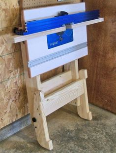 Folding Router Table Woodworking Plan by Ralph Bagnall