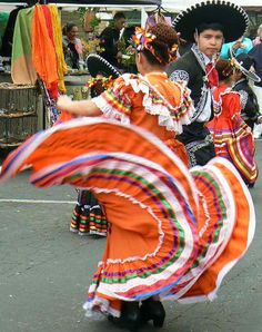California Baile Folklorico dancers | Lola Jane's World