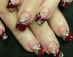 ongles rouge et dorée