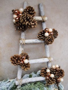 Shabby Chic Fai Da Te Decorazioni Ideas For 2019 Indoor Christmas Decorations, Easy Christmas Crafts, Diy Christmas Ornaments, Outdoor Christmas, Rustic Christmas, Christmas Projects, Simple Christmas, Handmade Christmas, Christmas Wreaths