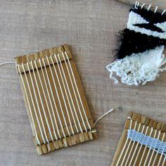 fabriquer un mini metier à tisser http://danslesboitesdeliaure.com/