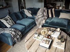 Living life in the slow lane with our new Loaf sofa. - Kerry Lockwood - In Detail Loaf Oscar corner, living room, velvet Blue Velvet Couch, Velvet Corner Sofa, Blue Sofas, Small Living Room Design, Family Room Design, Flat Interior Design, Home Interior, Corner Sofa Living Room, Living Area