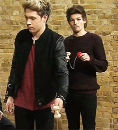 Niall and Louis playing with yo-yos. (gif). :)