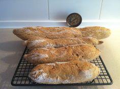Baguettes de trigo blanco con germen con masa madre.