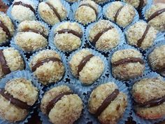 Knusprige Nusskugeln mit Schokoladencreme Crunchy nut balls with chocolate cream Food Desserts Easy Casserole Recipes, Easy Cookie Recipes, Sweet Recipes, Baking Recipes, Cake Recipes, Dessert Recipes, Peanut Butter Cookie Recipe, Pudding Desserts, Chocolate Cream