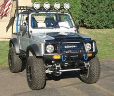 Samurai roof rack with blue cage