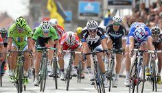 GAND-WEVELGEM 2014 : L'Allemand John Degenkolb, vainqueur au sprint, a chassé sa déception de Milan-San Remo pour enlever la 76e édition de la classique belge devant le Français Arnaud Démare et le Slovaque Peter Sagan.