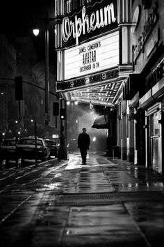 Photography lessons, photography ideas, black n white, black white Black And White Aesthetic, Black N White, Black And White Pictures, Photography Lessons, Street Photography, Art Photography, B&w Wallpaper, Monochrom, Movie Theater