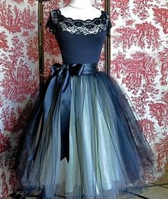 BLACK & CREAM CUTE TULLE LAYERS & SILK PROM SKIRT 1950s
