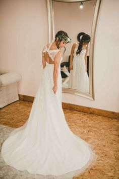Floral detailed gown with open back/ boho bridal look/ chic and unique bridal look   WeddingDay Magazine