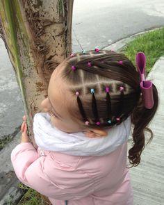 La imagen puede contener: una o varias personas y exterior Easy Toddler Hairstyles, Cute Little Girl Hairstyles, Girls Natural Hairstyles, Baby Girl Hairstyles, Cute Hairstyles, Natural Hair Styles, Short Hair Styles, Braided Hairstyles, Braid Styles For Girls