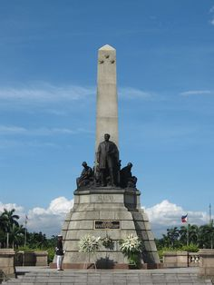 Rizal Monument in Luneta Park Philippines Culture, Manila Philippines, Philippines Travel, Rizal Park, Travel Around The World, Around The Worlds, Filipino Architecture, Exotic Beaches, Tropical Beaches