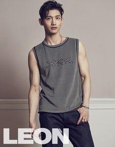 東方神起が男性誌「LEON」のグラビアを公開した。「LEON」のグラビア撮影に参加した東方神起は、28日に8thフルアルバム発売のため、さらに体型管理に気を使い、そのおかげでカリスマ性は増している。… - 韓流・韓国芸能ニュースはKstyle