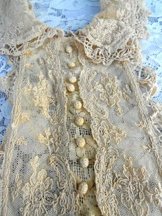 Close-up Antique Victorian Edwardian Lace Collar Bib Dickie Intricate floral Lace