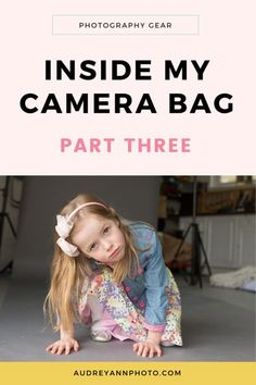 Take a peek inside a pro photographers camera bag! #photography #cameragear Free Photography Classes, Photography Tips For Beginners, Photography Gear, Photography Tutorials, Creative Photography, Lifestyle Photography, Digital Photography, Children Photography, Family Photography