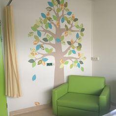 Inke Blog INKE behangboom Langeland Ziekenhuis / Verloskamer  #behangboom #wallpapertree #tapetenbaum (inkel.nl)