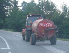 I just saw Coca Cola truck in Europe (Slovakia) ! Cola Truck, Coca Cola Wallpaper, Tractor Pictures, Texas Humor, Coca Cola Christmas, Always Coca Cola, Weird Pictures, Style Pictures, Quote Posters