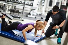 Fitness instructor is motivating young woman during push-up exercises at a gym. Yoga Poses For Two, Coach Sportif, Gym Photos, People's Friend, Bikini Workout, Bikini Fitness, Gym Trainer, Fit Couples, Personal Trainer
