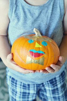 these sweet little duct tape pumpkins are just our style!