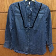 Free people vintage denim shirt Worn once like brand new size small any questions ask and make an offer :) I can also do cheaper on ️️. Free People Tops