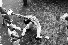 Folião no desfile da escola de samba Beija-Flor de Nilópolis. Rio de Janeiro, 1978.